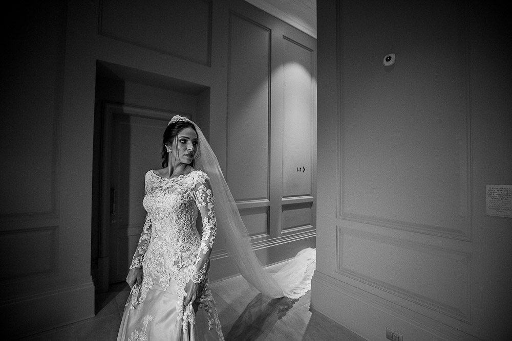 BiancaeLeonardo_1201André-Pedrotti-Bianca-e-Leonardo-Casamento-Clássico-Casamento-tradicional-Fotografia-Torin-Zanette-Gabi-Feres-Jockey-Club-São-Paulo-Múltipla-Eventos-Poses-noiva-CaseMe