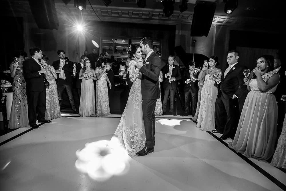 BiancaeLeonardo_1754André-Pedrotti-Bianca-e-Leonardo-Casamento-Clássico-Casamento-tradicional-Dança-dos-noivos-Fotografia-Torin-Zanette-Gabi-Feres-Jockey-Club-São-Paulo-Múltipla-Eventos-CaseMe