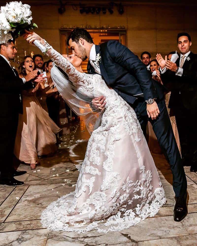 BiancaeLeonardo_André-Pedrotti-Beijo-Bianca-e-Leonardo-Casamento-Clássico-Casamento-tradicional-Fotografia-Torin-Zanette-Gabi-Feres-Jockey-Club-São-Paulo-Múltipla-Eventos-CaseMe