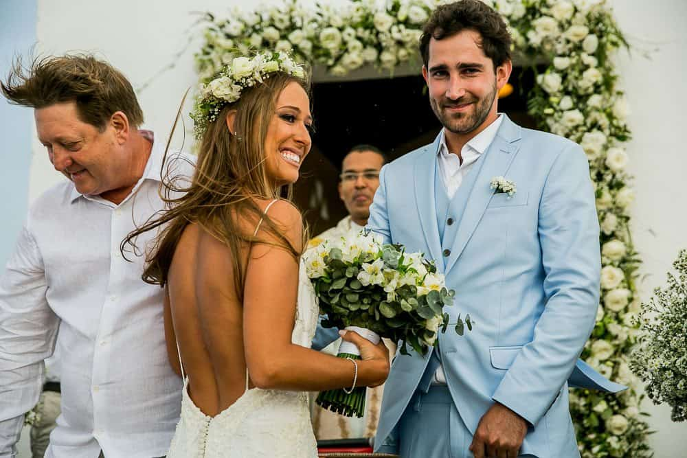 Camila-e-Lucca-Casamento-na-praia-Cerimônia-Fernando-de-Noronha-Marcela-Montenegro-CaseMe-Revista-de-casamentoCB025659