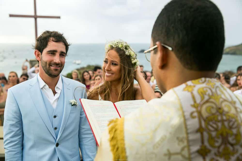 Camila-e-Lucca-Casamento-na-praia-Cerimônia-Fernando-de-Noronha-Marcela-Montenegro-CaseMe-Revista-de-casamentoCB025682