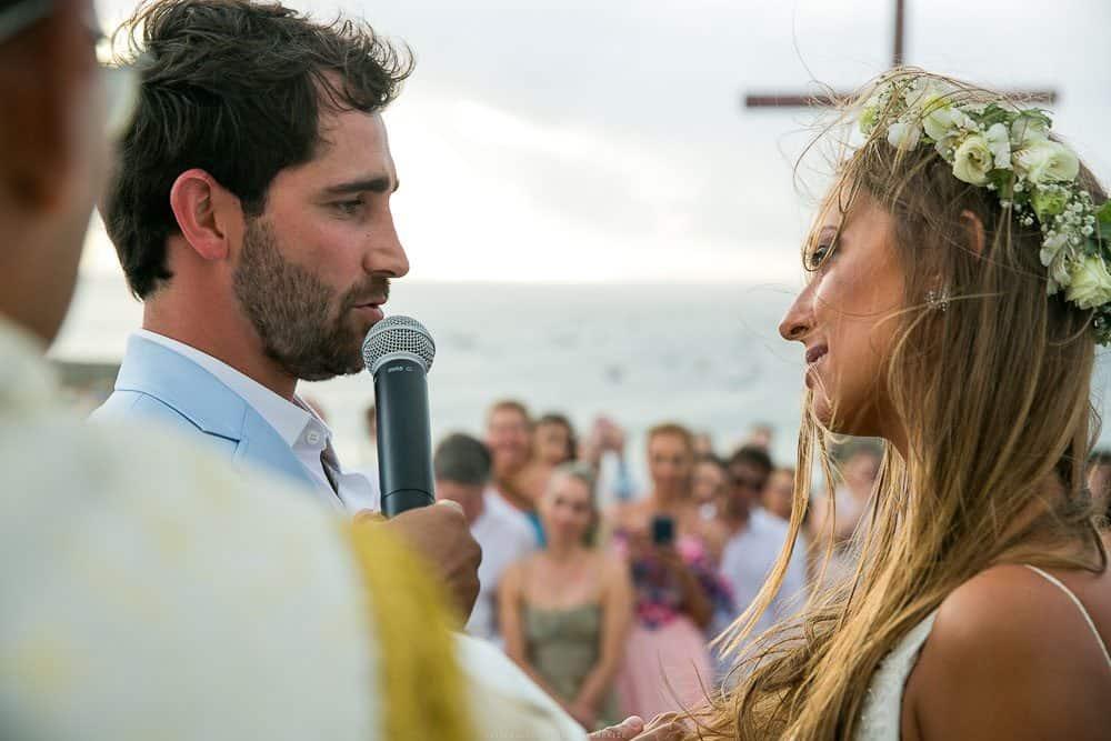 Camila-e-Lucca-Casamento-na-praia-Cerimônia-Fernando-de-Noronha-Marcela-Montenegro-CaseMe-Revista-de-casamentoCB025725