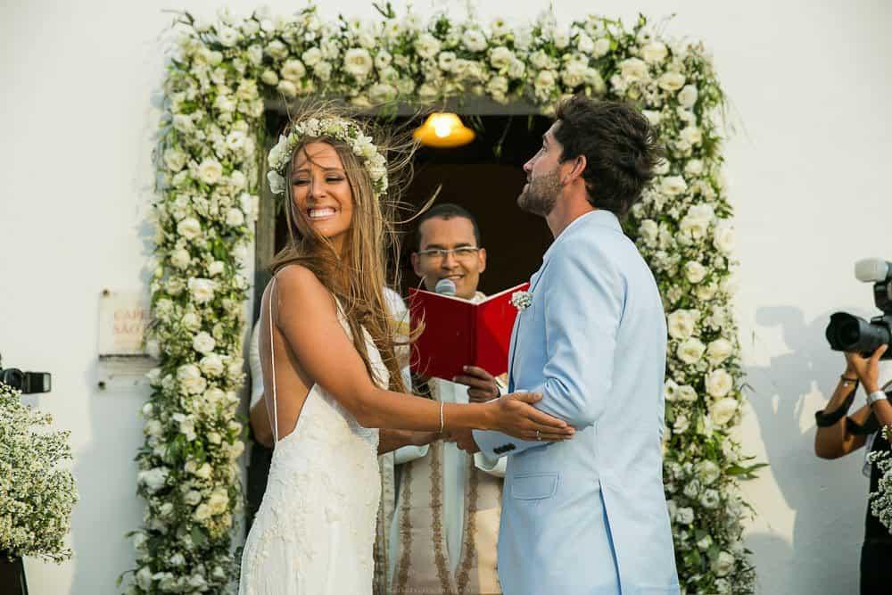 Camila-e-Lucca-Casamento-na-praia-Cerimônia-Fernando-de-Noronha-Marcela-Montenegro-CaseMe-Revista-de-casamentoCB025806