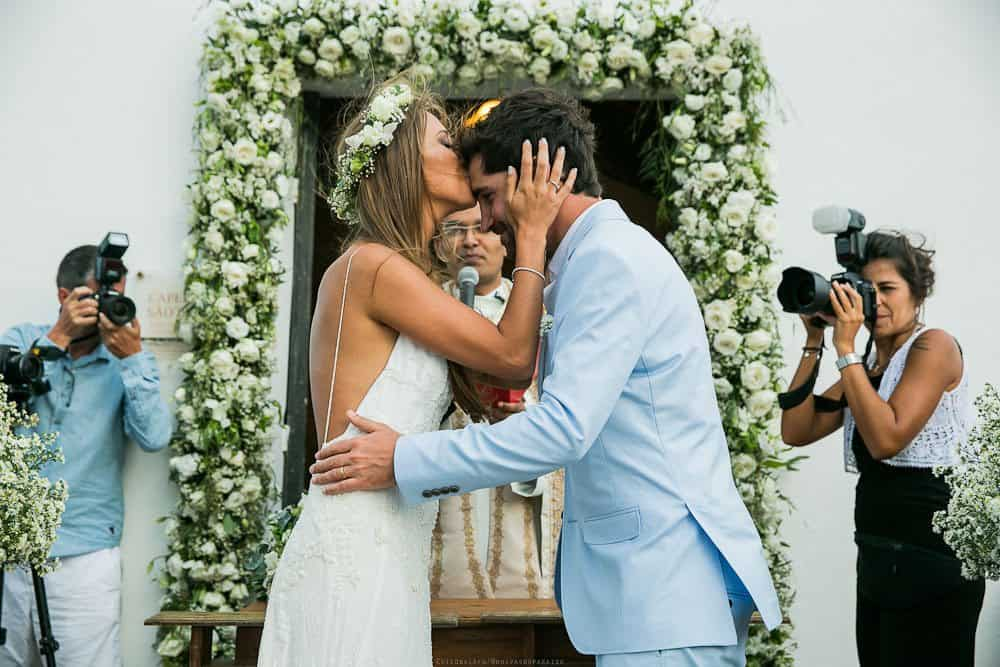 Camila-e-Lucca-Casamento-na-praia-Cerimônia-Fernando-de-Noronha-Marcela-Montenegro-CaseMe-Revista-de-casamentoCB025848