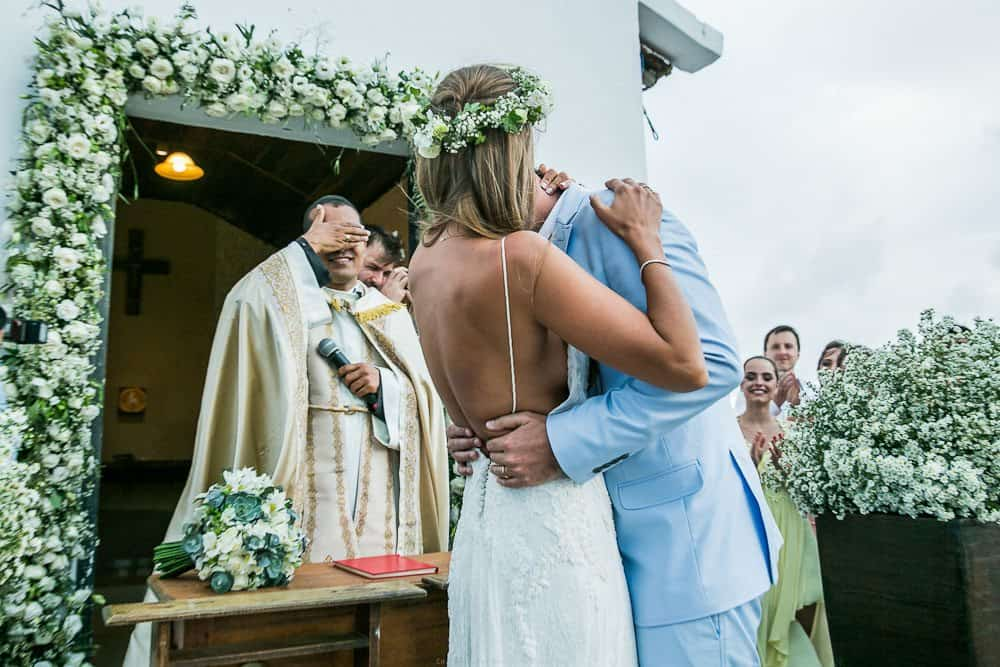 Camila-e-Lucca-Casamento-na-praia-Cerimônia-Fernando-de-Noronha-Marcela-Montenegro-CaseMe-Revista-de-casamentoCB025858