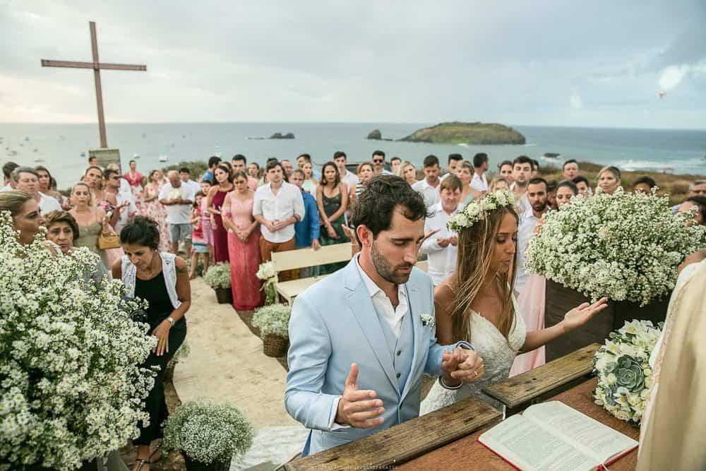 Camila-e-Lucca-Casamento-na-praia-Cerimônia-Fernando-de-Noronha-Marcela-Montenegro-CaseMe-Revista-de-casamentoCB025925