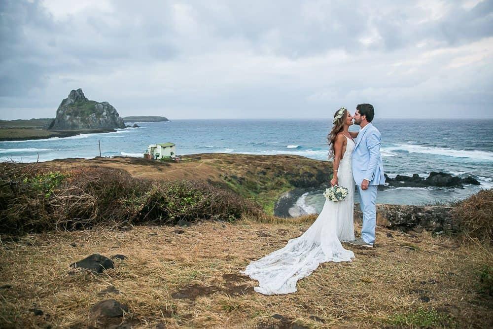 Camila-e-Lucca-Casamento-na-praia-Ensaio-de-casal-Fernando-de-Noronha-Marcela-Montenegro-CaseMe-Revista-de-casamentoCB026139