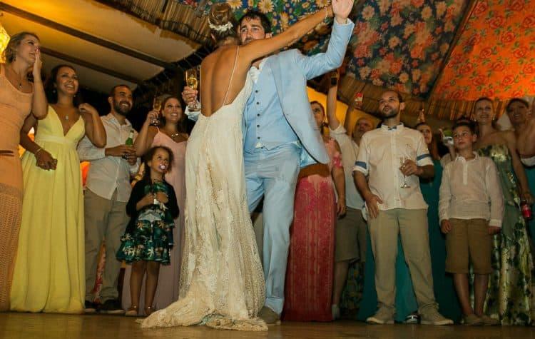 Camila-e-Lucca-Casamento-na-praia-Fernando-de-Noronha-Festa-Marcela-Montenegro-CaseMe-Revista-de-casamentoCB026255-750x475