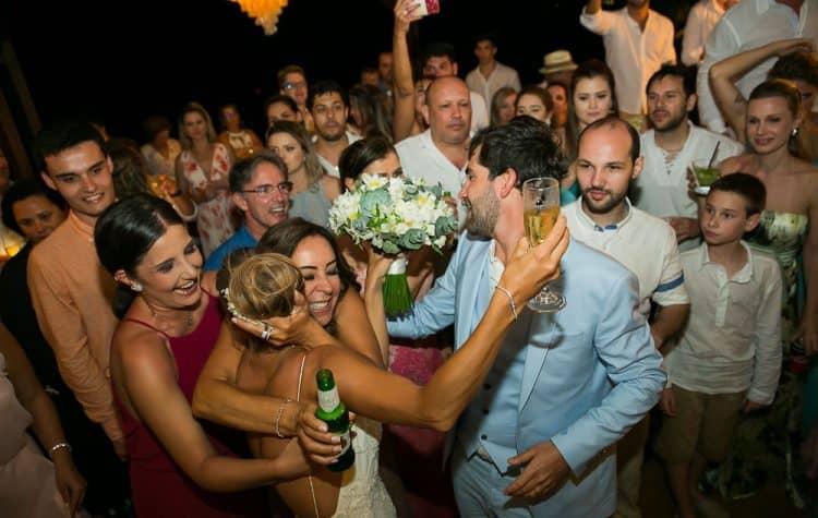 Camila-e-Lucca-Casamento-na-praia-Fernando-de-Noronha-Festa-Marcela-Montenegro-CaseMe-Revista-de-casamentoCB026264-750x475