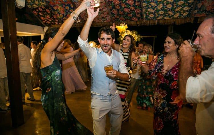 Camila-e-Lucca-Casamento-na-praia-Fernando-de-Noronha-Festa-Marcela-Montenegro-CaseMe-Revista-de-casamentoCB026758-750x475