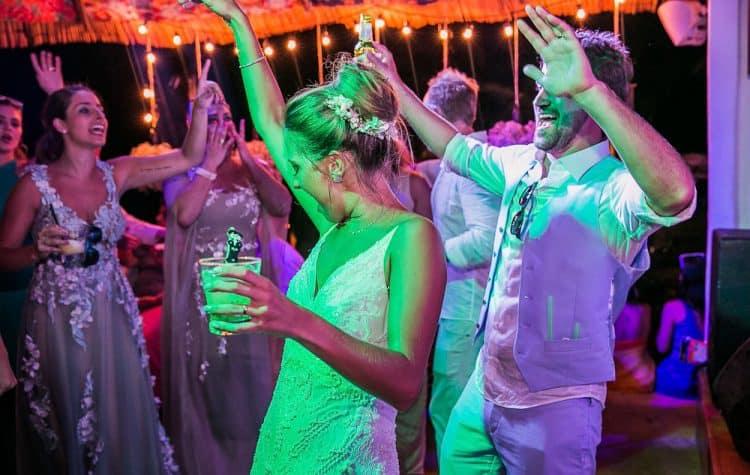 Camila-e-Lucca-Casamento-na-praia-Fernando-de-Noronha-Festa-Marcela-Montenegro-CaseMe-Revista-de-casamentoCB027065-750x475