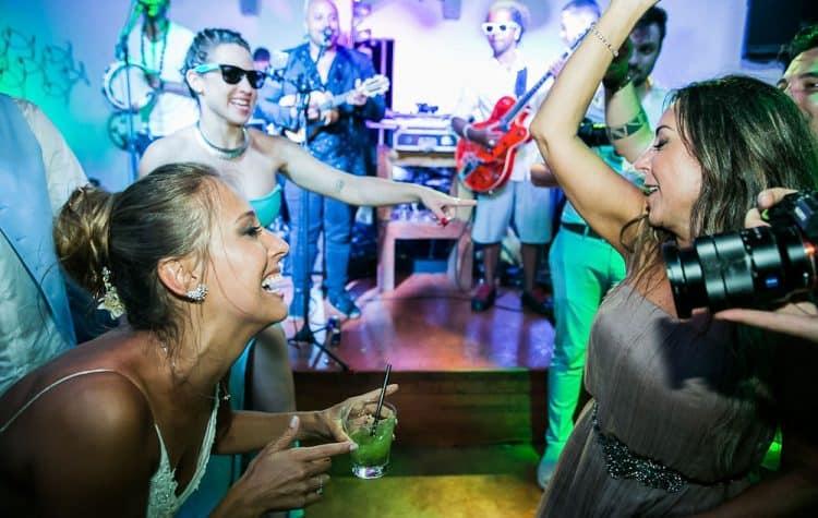 Camila-e-Lucca-Casamento-na-praia-Fernando-de-Noronha-Festa-Marcela-Montenegro-CaseMe-Revista-de-casamentoCB027332-750x475