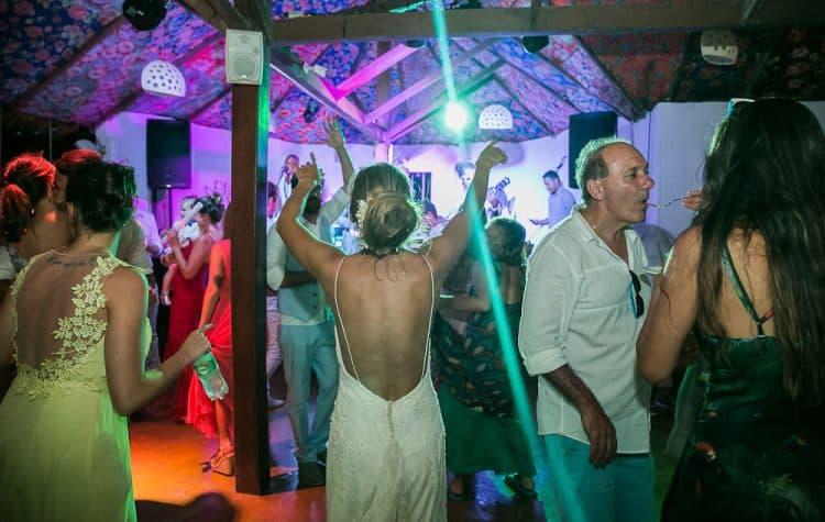 Camila-e-Lucca-Casamento-na-praia-Fernando-de-Noronha-Festa-Marcela-Montenegro-CaseMe-Revista-de-casamentoCB027368-750x475