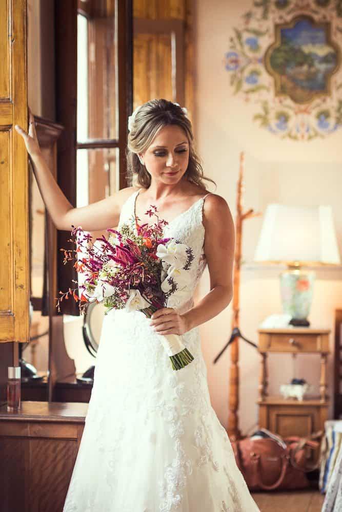 EstudioEuka064Casamento-de-dia-Fazenda-Dona-Catarina-Fotografia-Euka-Weddings-Jah-Eventos-Marcela-e-Rodolfo-Poses-noiva-Tais-Puntel-CaseMe-Revista-de-casamento