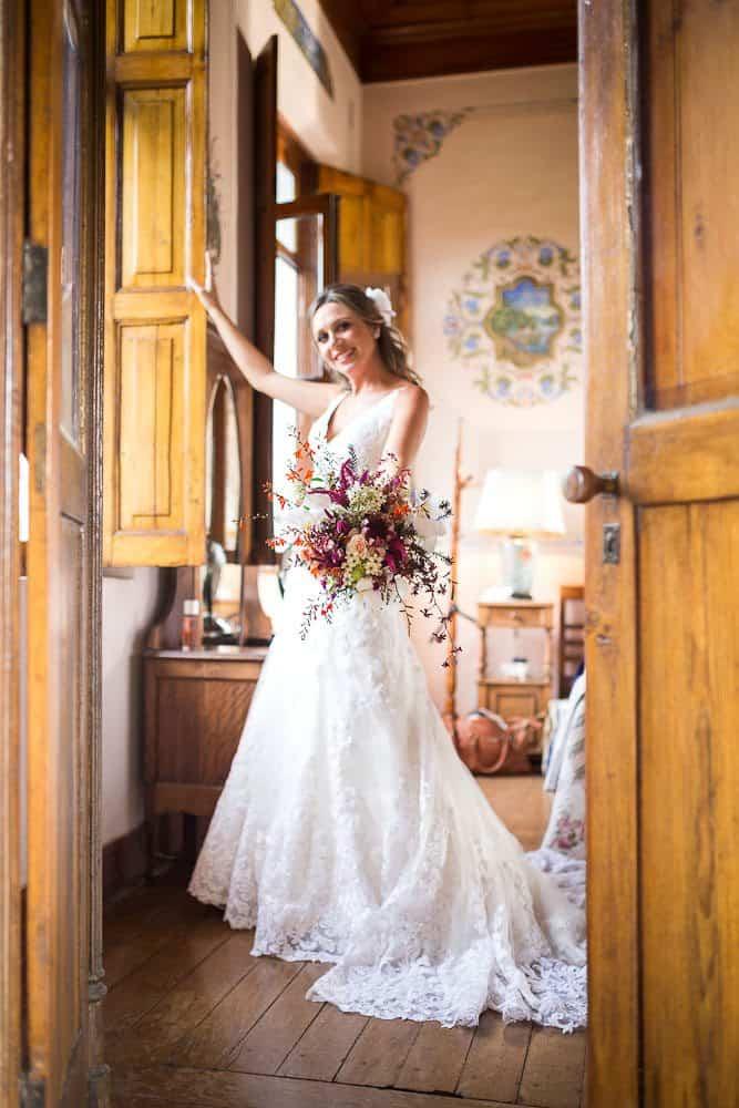 EstudioEuka065Casamento-de-dia-Fazenda-Dona-Catarina-Fotografia-Euka-Weddings-Jah-Eventos-Marcela-e-Rodolfo-Poses-noiva-Tais-Puntel-CaseMe-Revista-de-casamento