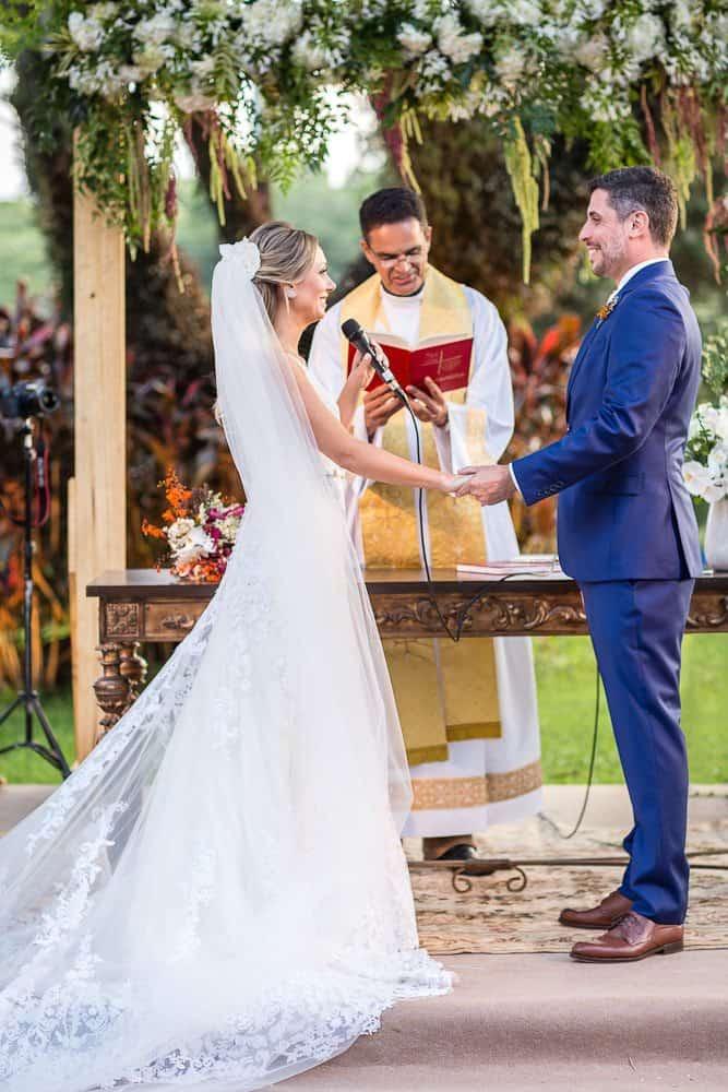 EstudioEuka123Casamento-de-dia-Cerimônia-Fazenda-Dona-Catarina-Fotografia-Euka-Weddings-Jah-Eventos-Marcela-e-Rodolfo-Tais-Puntel-CaseMe-Revista-de-casamento