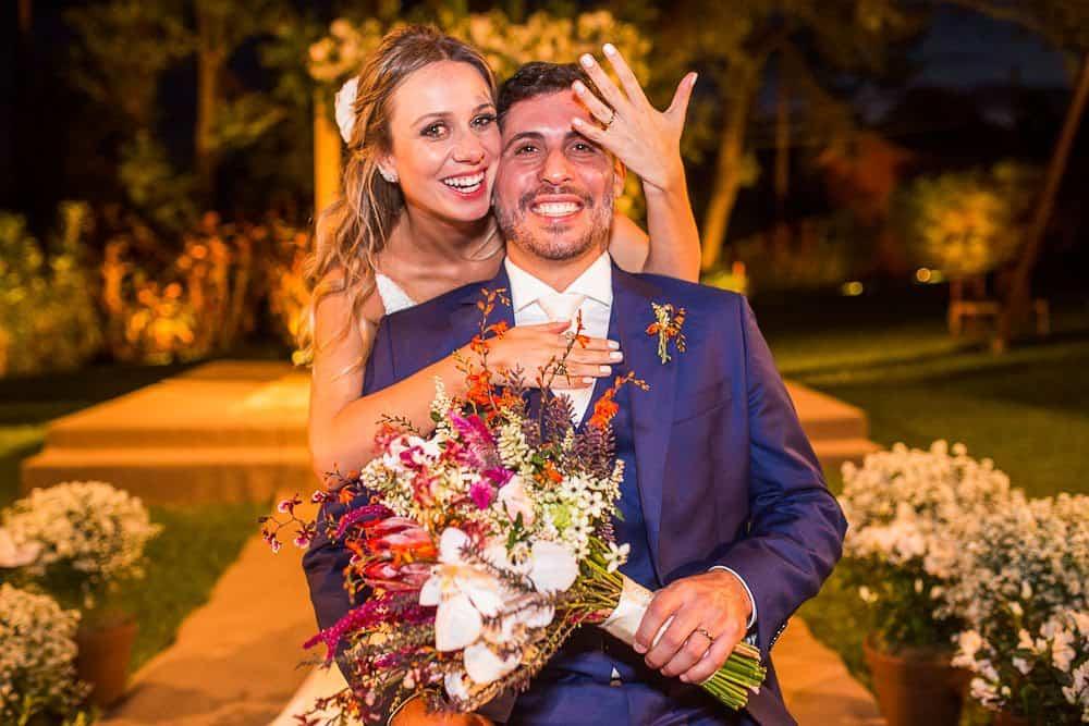EstudioEuka190Casamento-de-dia-Fazenda-Dona-Catarina-Fotografia-Euka-Weddings-Jah-Eventos-Marcela-e-Rodolfo-Poses-Casal-Tais-Puntel-CaseMe-Revista-de-casamento
