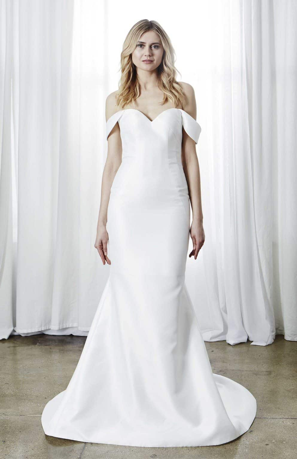 minimalismo-kelly-faetanini-wedding-dresses-spring-2019-016
