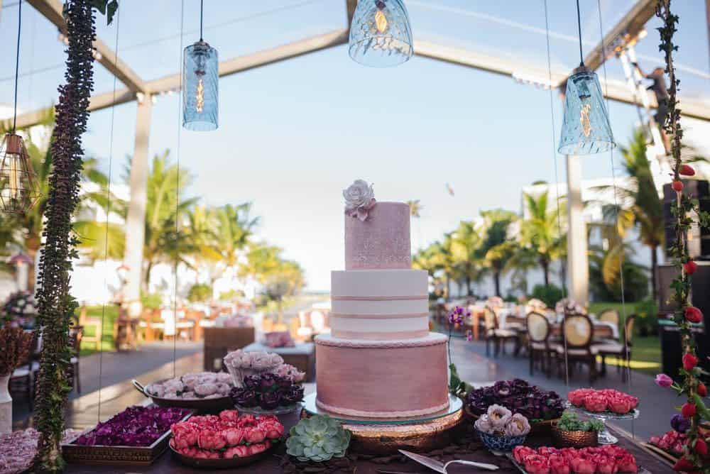bolo-casamento-de-dia-casamento-na-Bahia-casamento-na-praia-cerimônia-mesa-de-doces-Thais-e-Marcoscasamento1