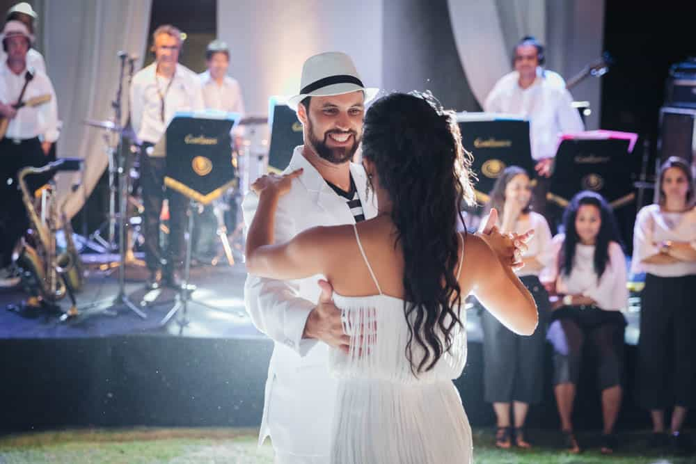casamento-de-dia-casamento-na-Bahia-casamento-na-praia-dança-festa-Thais-e-Marcos-valsa-dos-noivos-casamento-68