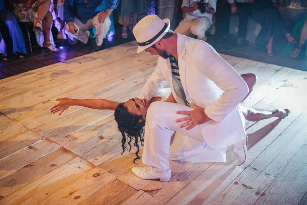 casamento-de-dia-casamento-na-Bahia-casamento-na-praia-dança-festa-Thais-e-Marcos-valsa-dos-noivos-casamento-71