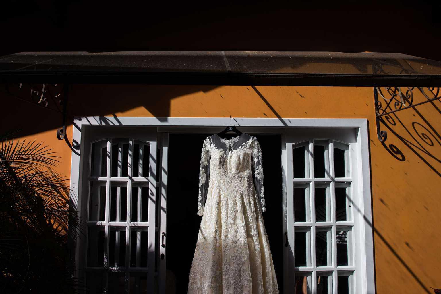 Andrea-Kapps-casamento-de-dia-casamento-na-serra-casamento-romântico-casamento-tradicional-Locanda-de-La-Mimosa-rosa-e-lilás-vestido-de-noiva-casamento-2