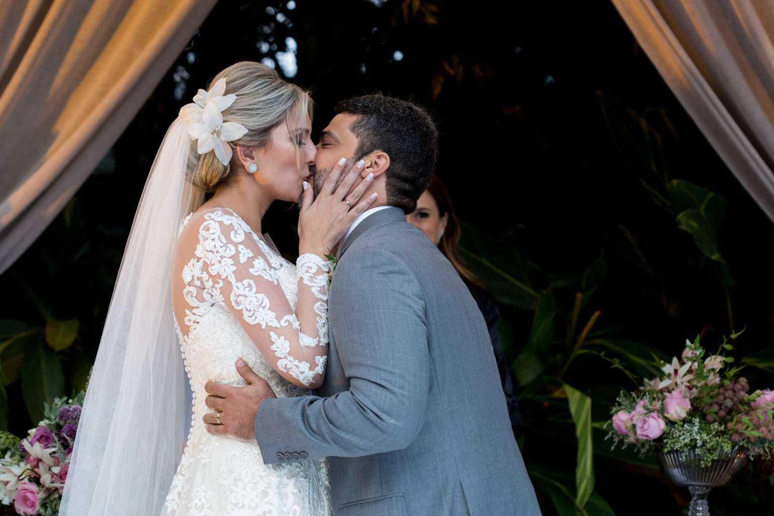 Andrea-Kapps-casamento-de-dia-casamento-na-serra-casamento-romântico-casamento-tradicional-cerimôna-Locanda-de-La-Mimosa-rosa-e-lilás-casamento-25