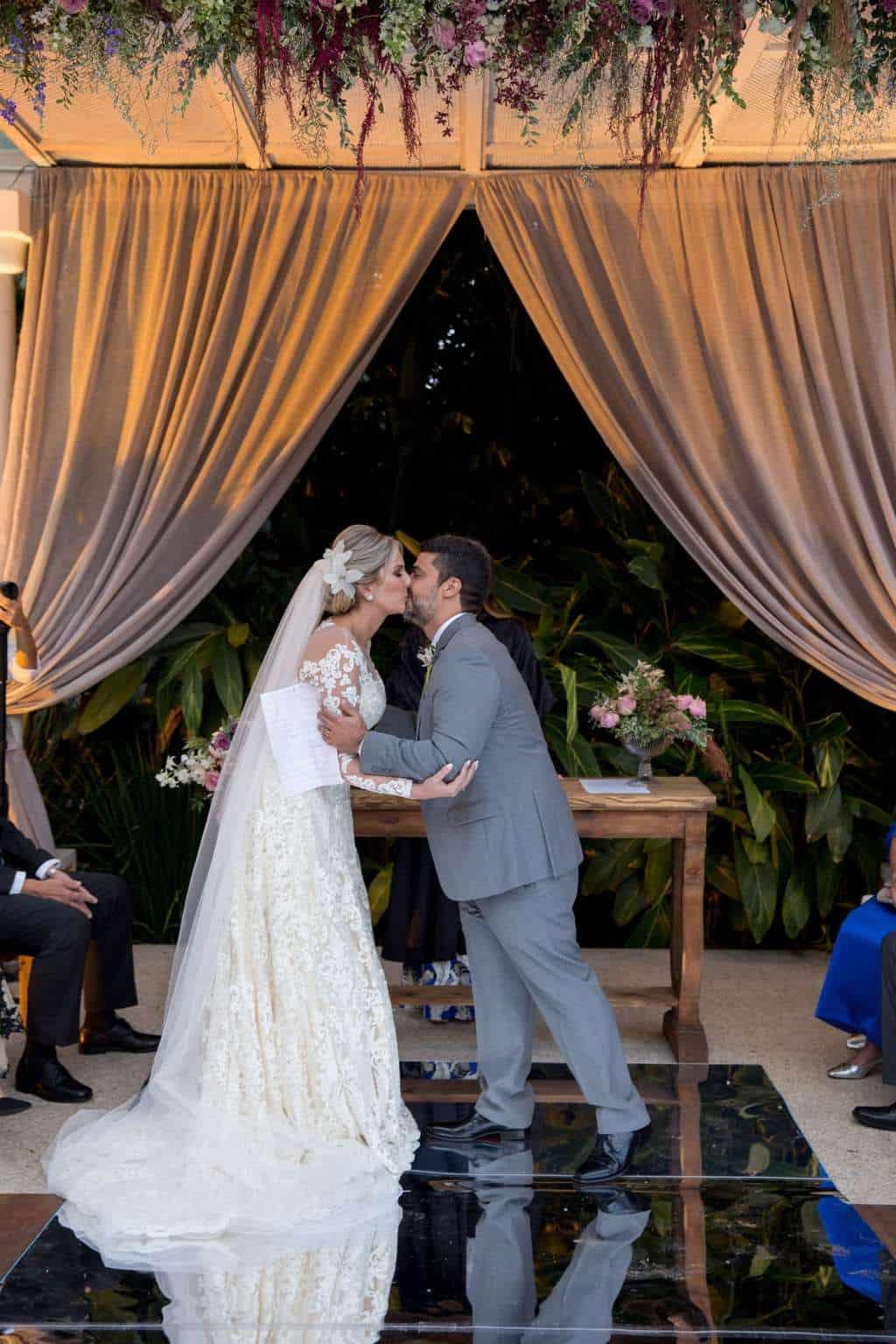 Andrea-Kapps-casamento-de-dia-casamento-na-serra-casamento-romântico-casamento-tradicional-cerimônia-Locanda-de-La-Mimosa-rosa-e-lilás-casamento-29