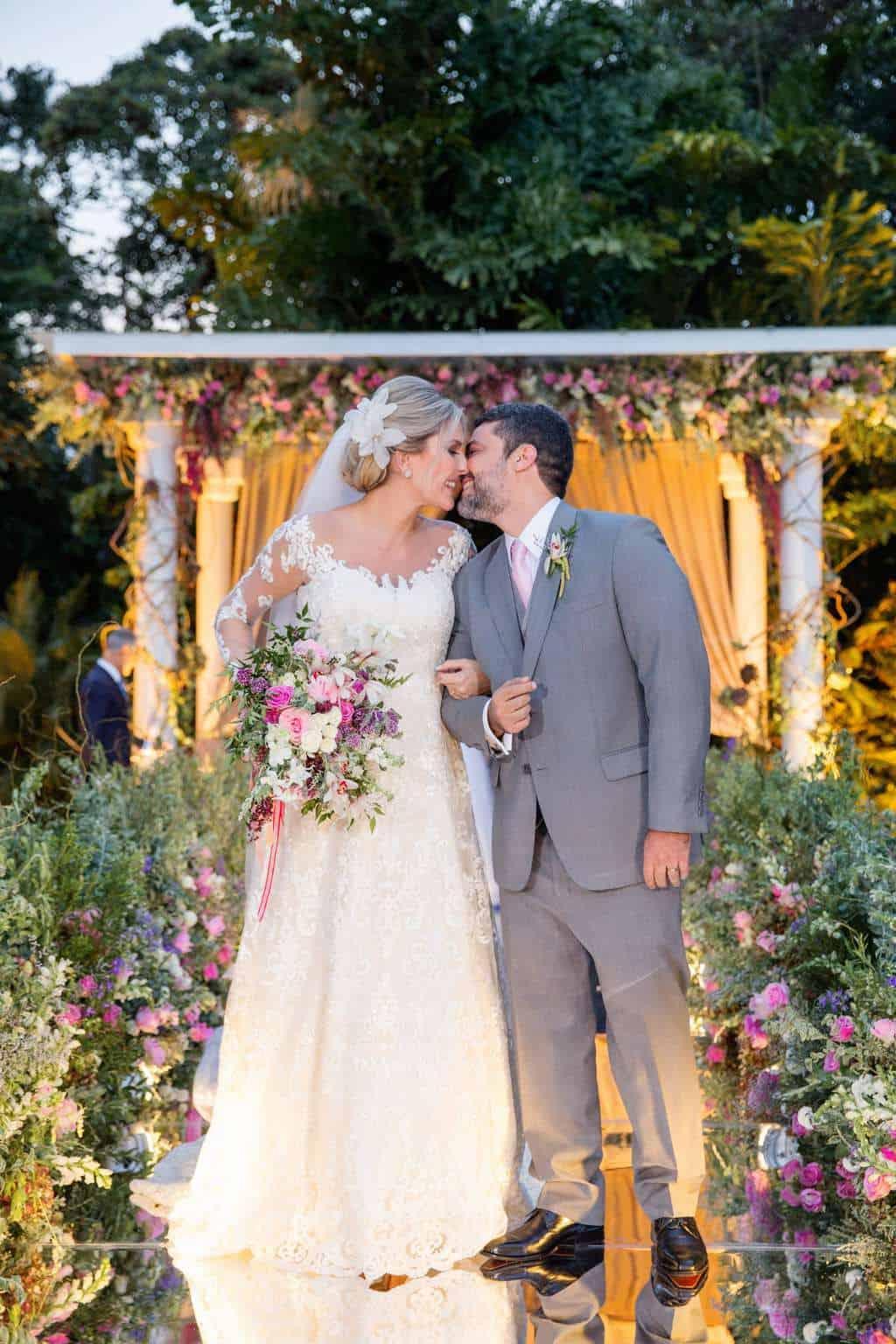 Andrea-Kapps-casamento-de-dia-casamento-na-serra-casamento-romântico-casamento-tradicional-cerimônia-Locanda-de-La-Mimosa-rosa-e-lilás-casamento-33