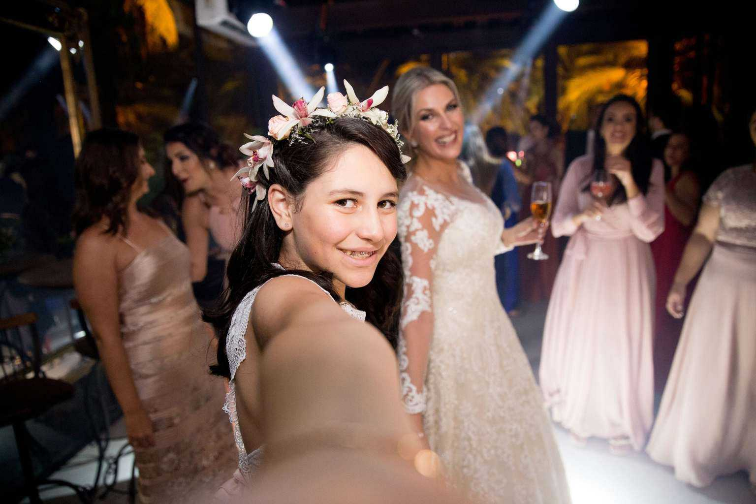 Andrea-Kapps-casamento-de-dia-casamento-na-serra-casamento-romântico-casamento-tradicional-festa-Locanda-de-La-Mimosa-rosa-e-lilás-casamento-49