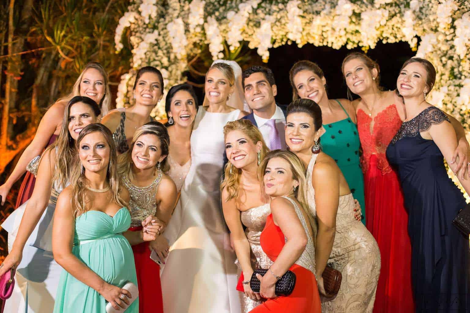 ana-carolina-e-bernardo-Anna-Carolina-Werneck-beleza-da-noiva-casamento-tradicional-Gavea-Golf-Club-Kyra-Mirsky-madrinhas-making-of-mini-wedding-padrinhos-verde-e-rosa-casamento-73