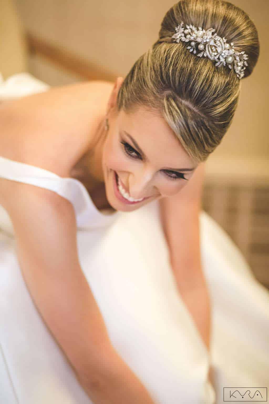 ana-carolina-e-bernardo-Anna-Carolina-Werneck-beleza-da-noiva-casamento-tradicional-Gavea-Golf-Club-Kyra-Mirsky-making-of-mini-wedding-noiva-verde-e-rosa-casamento-42-1