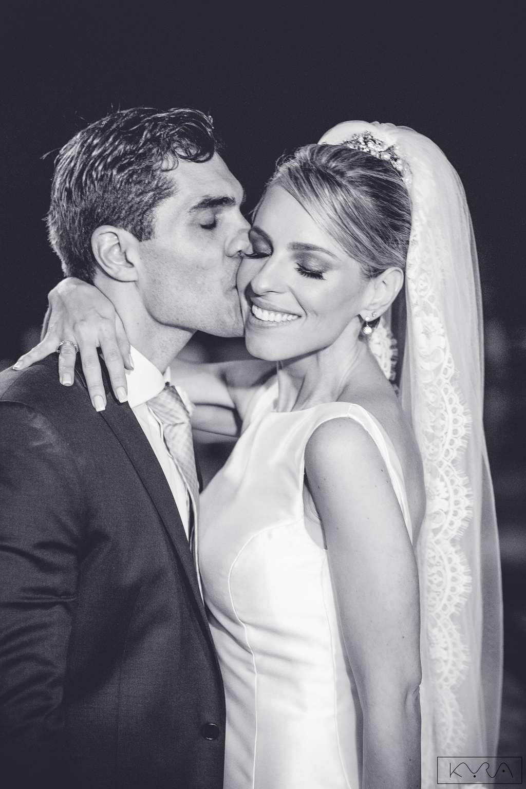 ana-carolina-e-bernardo-Anna-Carolina-Werneck-beleza-da-noiva-casamento-tradicional-Gavea-Golf-Club-Kyra-Mirsky-making-of-mini-wedding-noivos-verde-e-rosa-casamento-3