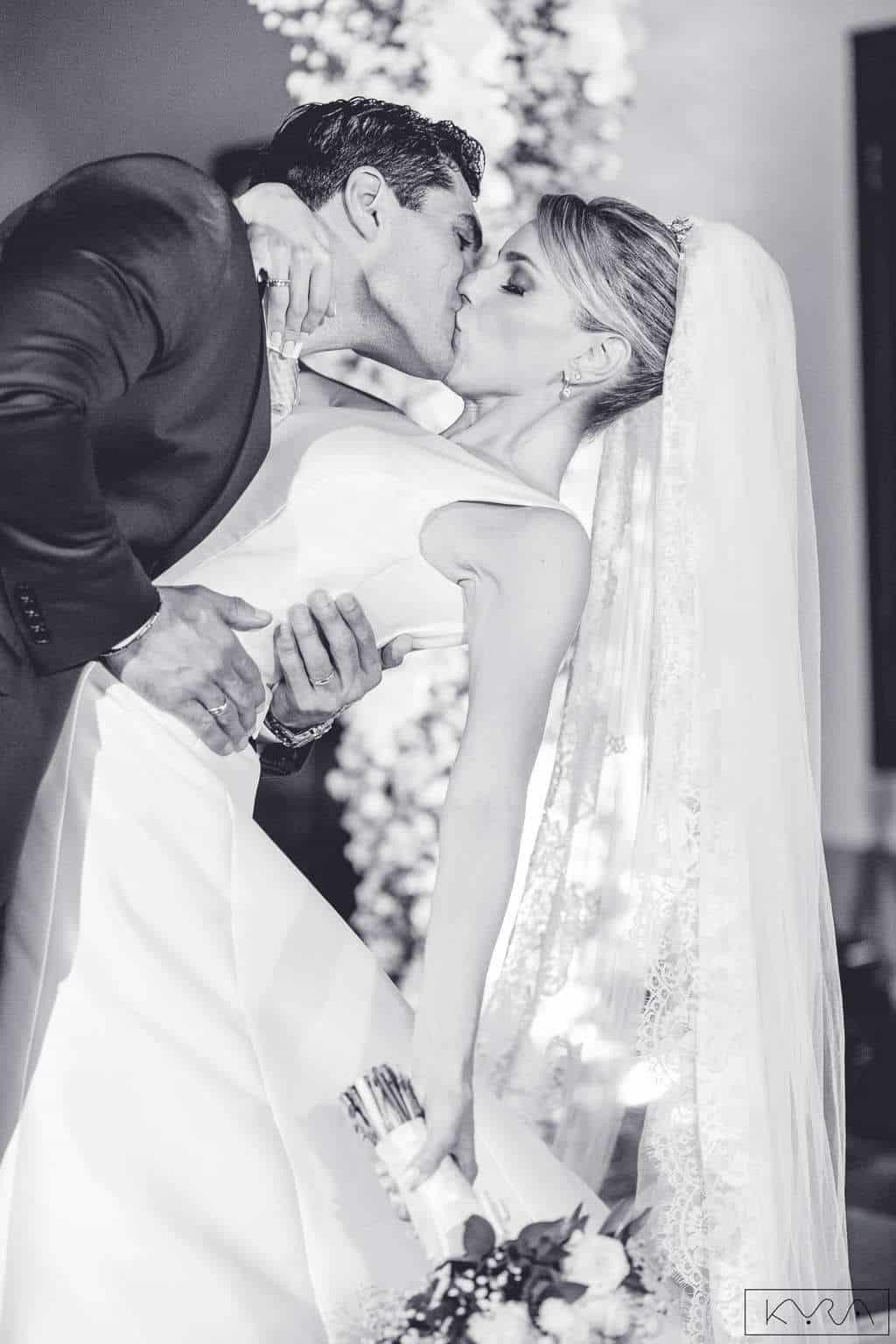 ana-carolina-e-bernardo-Anna-Carolina-Werneck-beleza-da-noiva-casamento-tradicional-Gavea-Golf-Club-Kyra-Mirsky-making-of-mini-wedding-noivos-verde-e-rosa-casamento-76