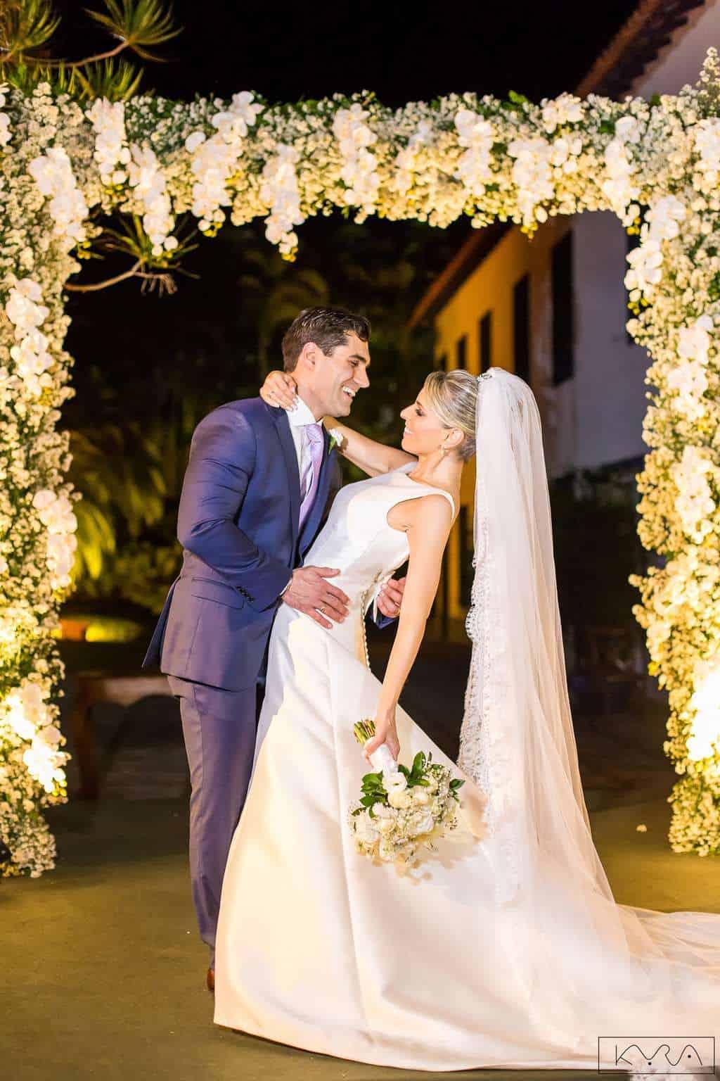 ana-carolina-e-bernardo-Anna-Carolina-Werneck-beleza-da-noiva-casamento-tradicional-Gavea-Golf-Club-Kyra-Mirsky-making-of-mini-wedding-noivos-verde-e-rosa-casamento-77