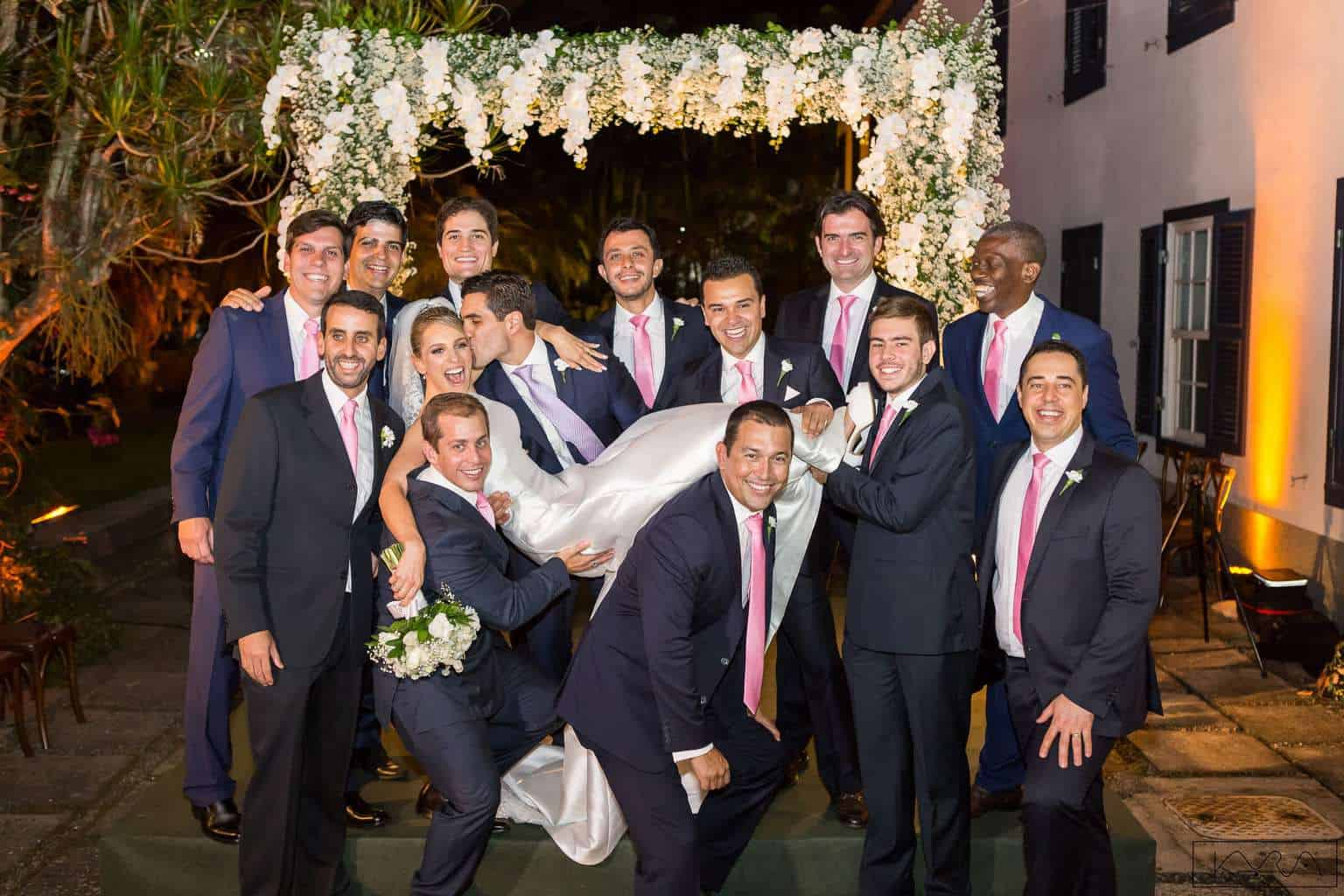 ana-carolina-e-bernardo-Anna-Carolina-Werneck-beleza-da-noiva-casamento-tradicional-Gavea-Golf-Club-Kyra-Mirsky-making-of-mini-wedding-padrinhos-verde-e-rosa-casamento-75