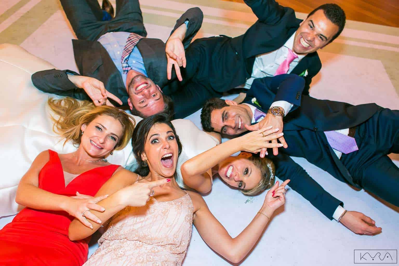 ana-carolina-e-bernardo-Anna-Carolina-Werneck-beleza-da-noiva-casamento-tradicional-Gavea-Golf-Club-Kyra-Mirsky-making-of-mini-wedding-verde-e-rosa-casamento-10
