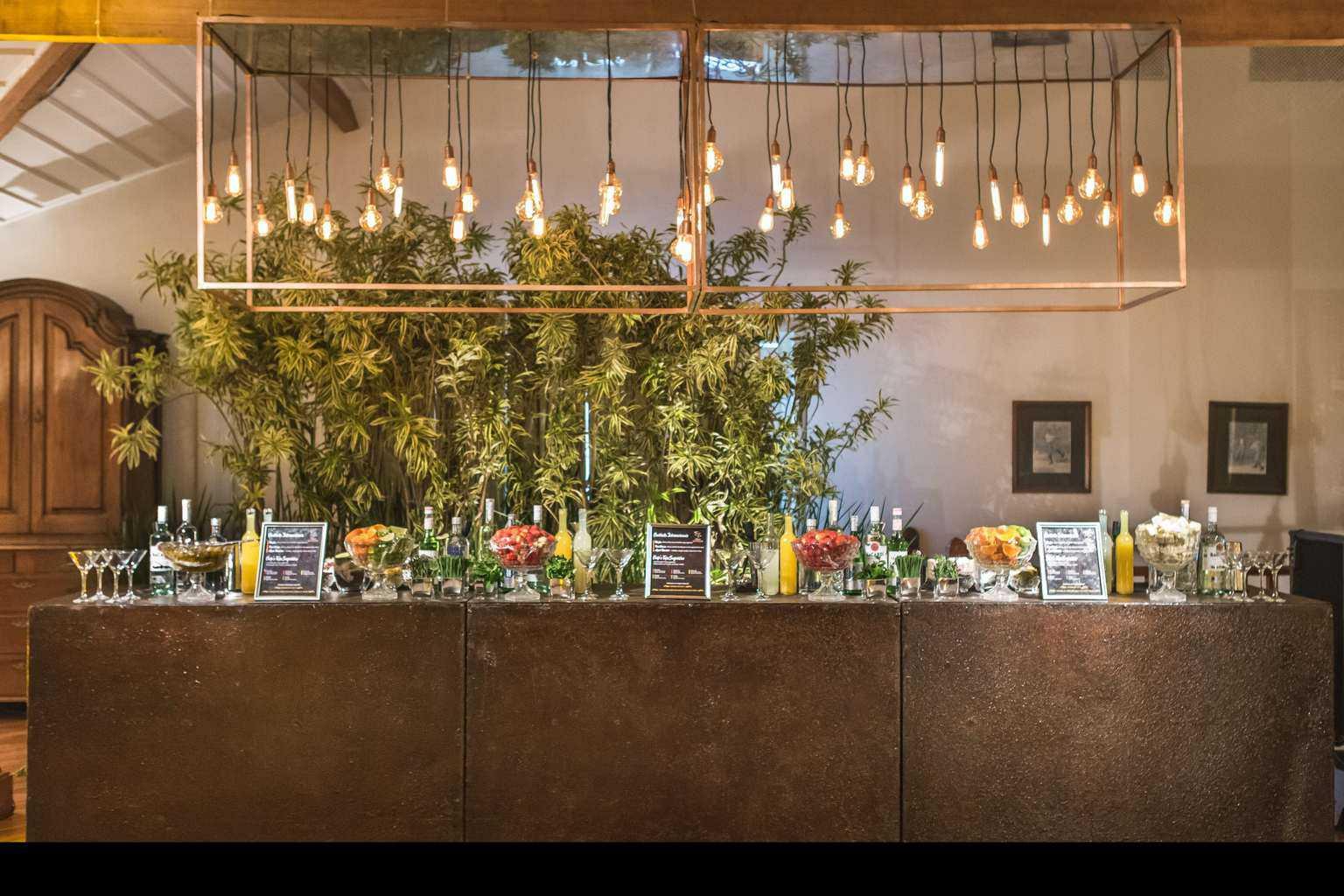 ana-carolina-e-bernardo-Anna-Carolina-Werneck-beleza-da-noiva-casamento-tradicional-Gavea-Golf-Club-Kyra-Mirsky-making-of-mini-wedding-verde-e-rosa-casamento-4
