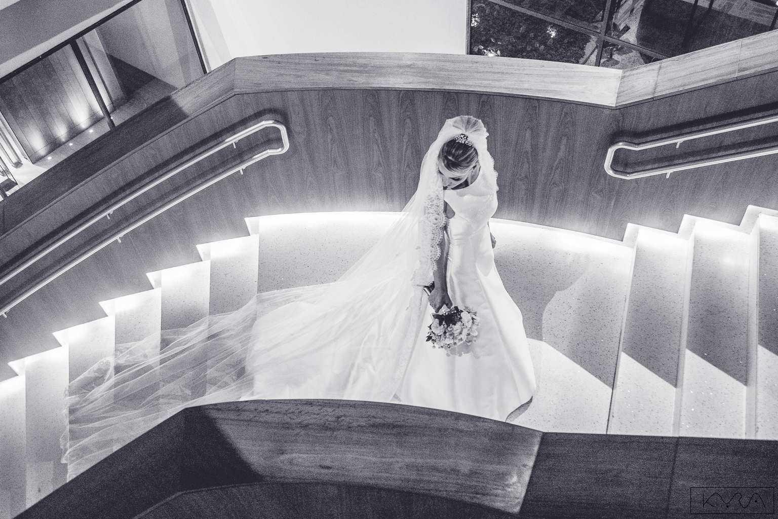 ana-carolina-e-bernardo-Anna-Carolina-Werneck-beleza-da-noiva-casamento-tradicional-Gavea-Golf-Club-Kyra-Mirsky-making-of-mini-wedding-verde-e-rosa-casamento-49