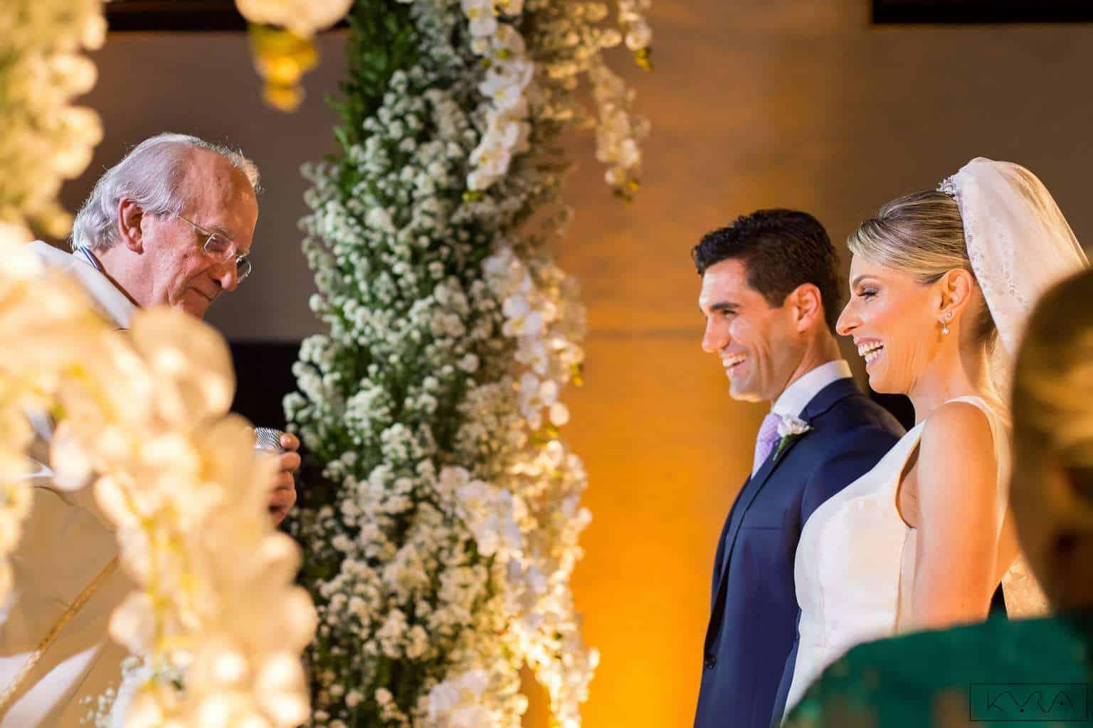 ana-carolina-e-bernardo-Anna-Carolina-Werneck-beleza-da-noiva-casamento-tradicional-Gavea-Golf-Club-Kyra-Mirsky-making-of-mini-wedding-verde-e-rosa-casamento-60