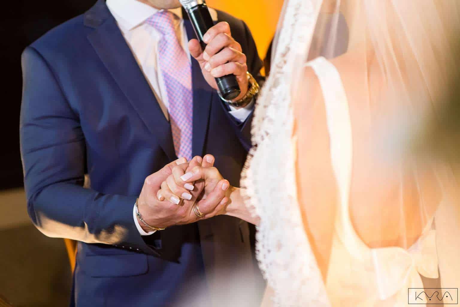 ana-carolina-e-bernardo-Anna-Carolina-Werneck-beleza-da-noiva-casamento-tradicional-Gavea-Golf-Club-Kyra-Mirsky-making-of-mini-wedding-verde-e-rosa-casamento-62