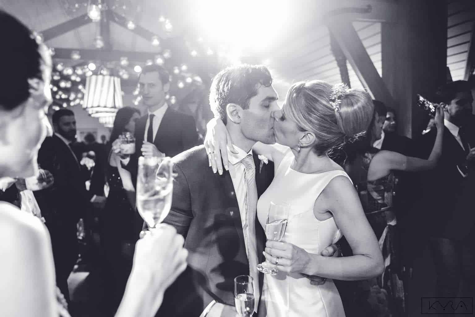 ana-carolina-e-bernardo-Anna-Carolina-Werneck-beleza-da-noiva-casamento-tradicional-festa-Gavea-Golf-Club-Kyra-Mirsky-making-of-mini-wedding-noiva-verde-e-rosa-casamento-27