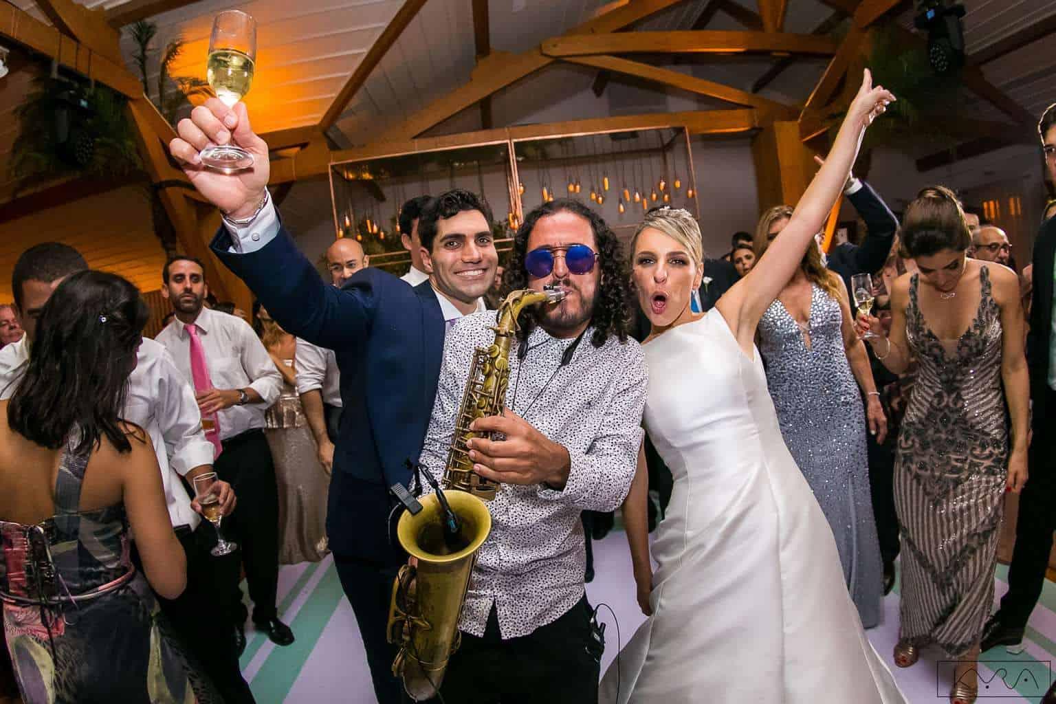 ana-carolina-e-bernardo-Anna-Carolina-Werneck-beleza-da-noiva-casamento-tradicional-festa-Gavea-Golf-Club-Kyra-Mirsky-making-of-mini-wedding-noiva-verde-e-rosa-casamento-29