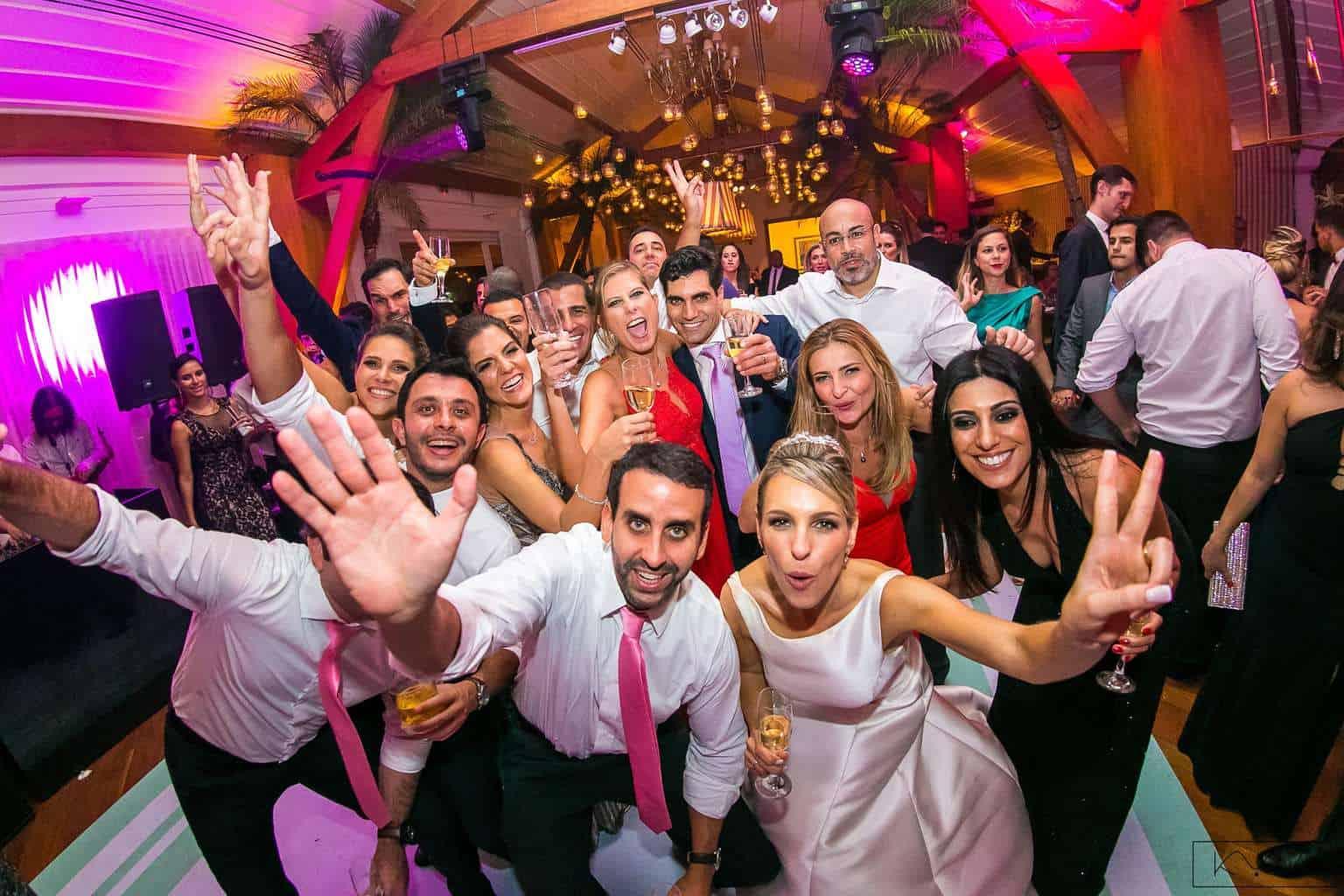 ana-carolina-e-bernardo-Anna-Carolina-Werneck-beleza-da-noiva-casamento-tradicional-festa-Gavea-Golf-Club-Kyra-Mirsky-making-of-mini-wedding-noiva-verde-e-rosa-casamento-31