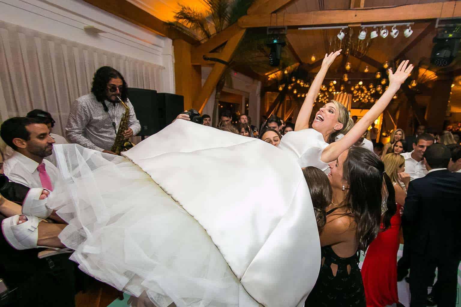 ana-carolina-e-bernardo-Anna-Carolina-Werneck-beleza-da-noiva-casamento-tradicional-festa-Gavea-Golf-Club-Kyra-Mirsky-making-of-mini-wedding-noiva-verde-e-rosa-casamento-32
