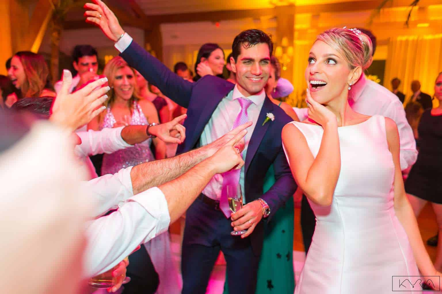 ana-carolina-e-bernardo-Anna-Carolina-Werneck-beleza-da-noiva-casamento-tradicional-festa-Gavea-Golf-Club-Kyra-Mirsky-making-of-mini-wedding-noiva-verde-e-rosa-casamento-37