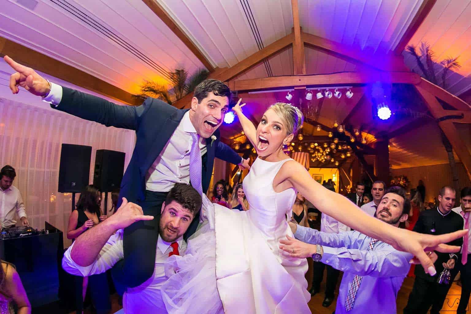 ana-carolina-e-bernardo-Anna-Carolina-Werneck-beleza-da-noiva-casamento-tradicional-festa-Gavea-Golf-Club-Kyra-Mirsky-making-of-mini-wedding-noiva-verde-e-rosa-casamento-39