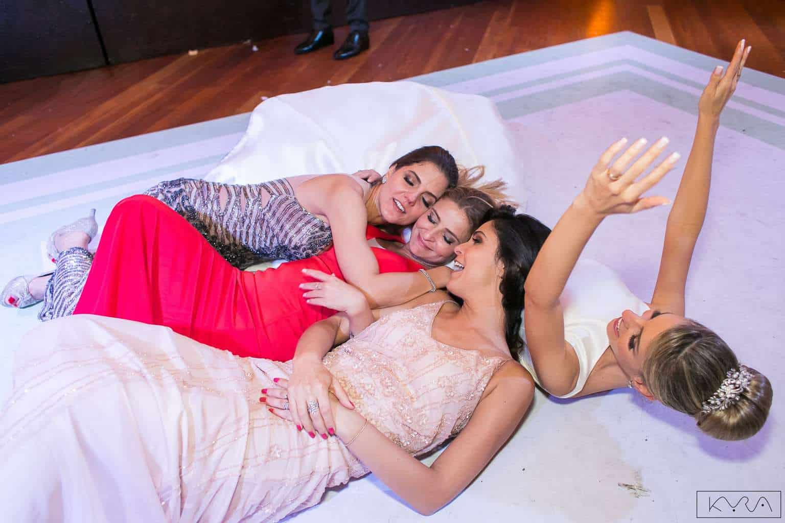 ana-carolina-e-bernardo-Anna-Carolina-Werneck-beleza-da-noiva-casamento-tradicional-festa-Gavea-Golf-Club-Kyra-Mirsky-making-of-mini-wedding-noiva-verde-e-rosa-casamento-41