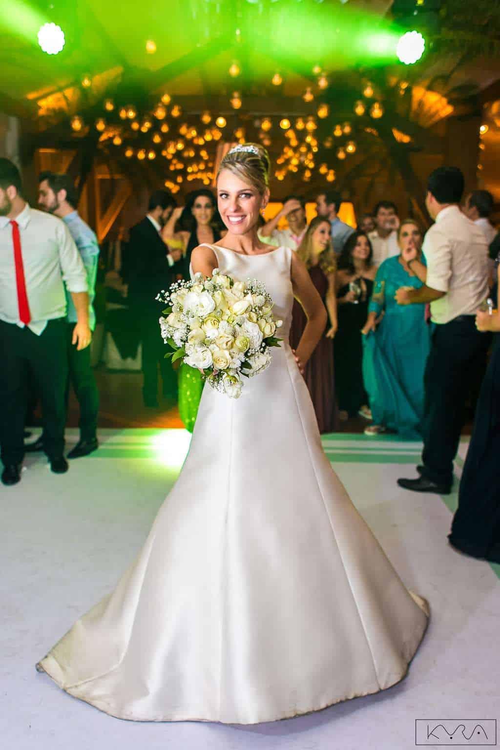 ana-carolina-e-bernardo-Anna-Carolina-Werneck-beleza-da-noiva-casamento-tradicional-festa-Gavea-Golf-Club-Kyra-Mirsky-making-of-mini-wedding-verde-e-rosa-casamento-54