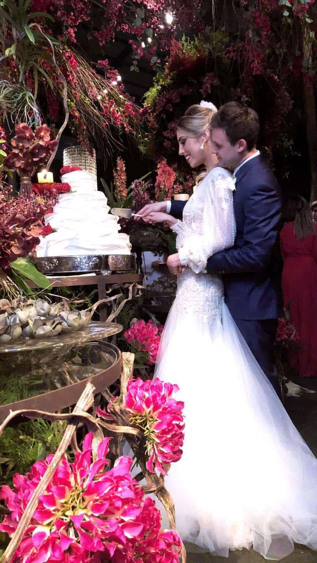 casamento-casamento-de-dia-Cissa-Sannomiya-Clube-Hipico-de-Santo-Amaro-corte-do-bolo-decor-cerimônia-decoração-decoração-rosa-marina-e-josé-Miguel-Kanashiro-pink-casamento-9